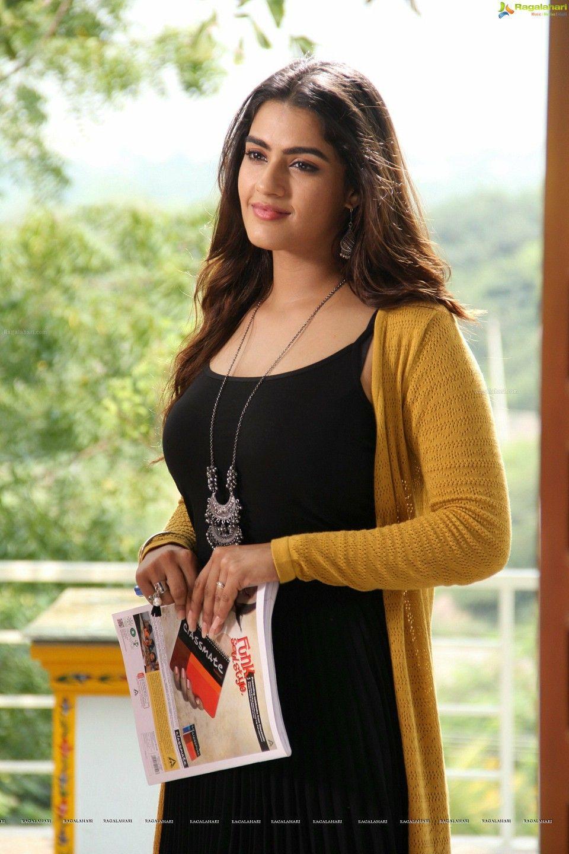 Kavya thapar   Muslim beauty, Beautiful indian actress, Beautiful bollywood actress