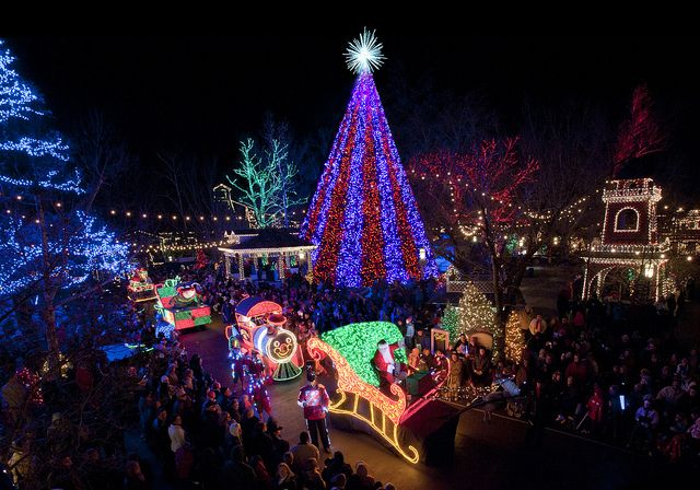 Top 6 Christmas Shows In Branson Mo Itrip Blog Silver Dollar City Old Time Christmas Holiday Lights Display