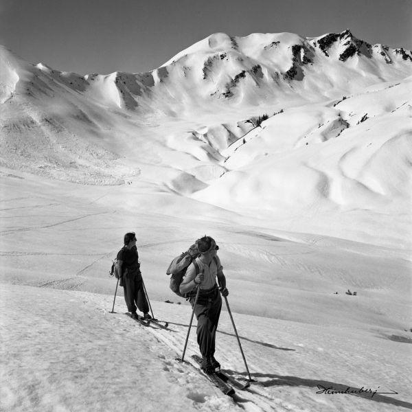 leinwandbild in 2019 skitour bergbilder schwarz weiss. Black Bedroom Furniture Sets. Home Design Ideas