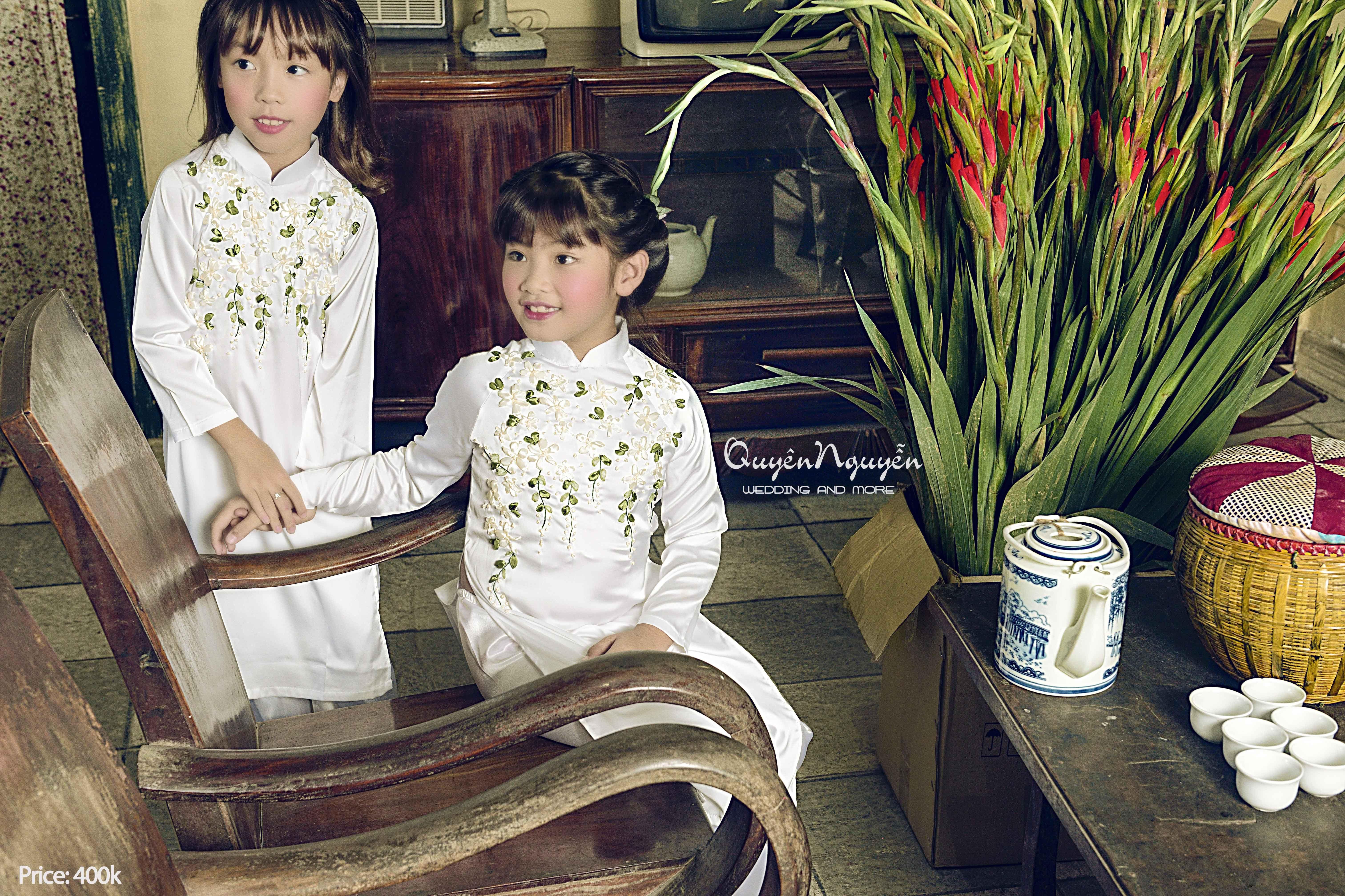 Áo dài by Quyên Nguyễn Những mẫu áo dài thiết kế riêng cho mẹ và bé cùng sánh đôi. ✨✨✨Tết này mẹ và bé đã có áo dài diện tết chưa? 👩👧👦👩👧👦👩👧👦Xúng xính mấy mẹ con cùng mặc áo dài cặp với nhau đi chúc tết ông bà thì đẹp lắm nhỉ :) :) :) #quyennguyen #quyennguyenbridal #aodaibyQuyenNguyen #aodai #thêu Quyên Nguyễn Bridal Ad: 12b Mai hắc Đế, HbT, HN Hotline: 0936 880066_ 016 88330066