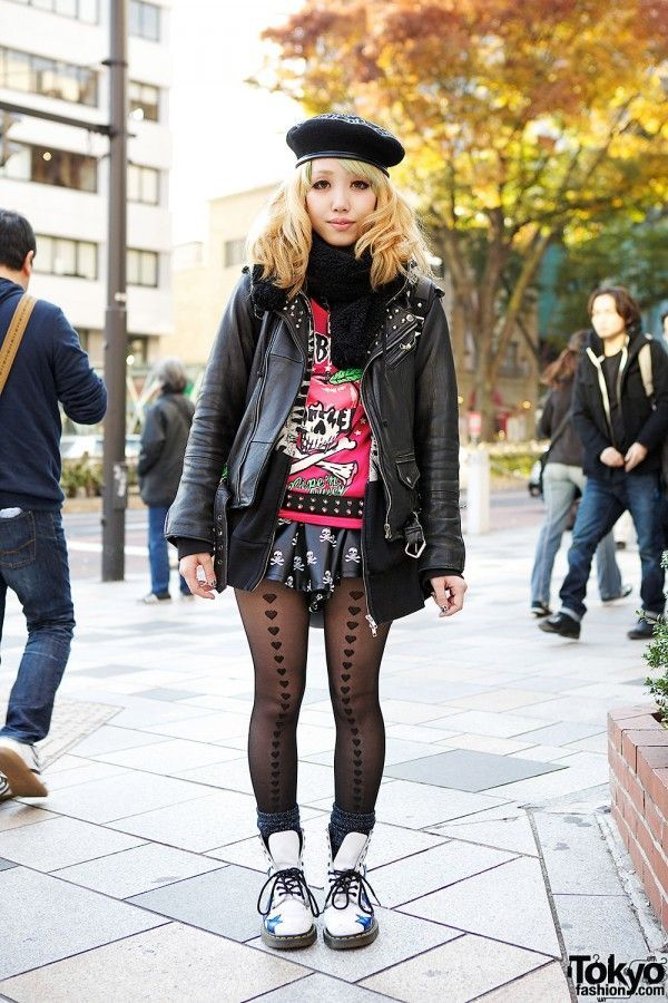 Here's a 23-year-old girl who caught our eye in #Harajuku. Her look features a Listen Flavor top & skirt with skull beret leather jacket and Dr. Martens star boots. Check all of her street snaps here! #tokyofashion #streetsnap #japan #japan #fashion