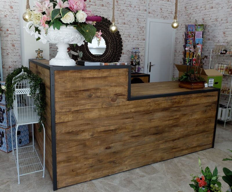 Mostrador de madera y hierro con torniller a vista de for Barra estilo industrial
