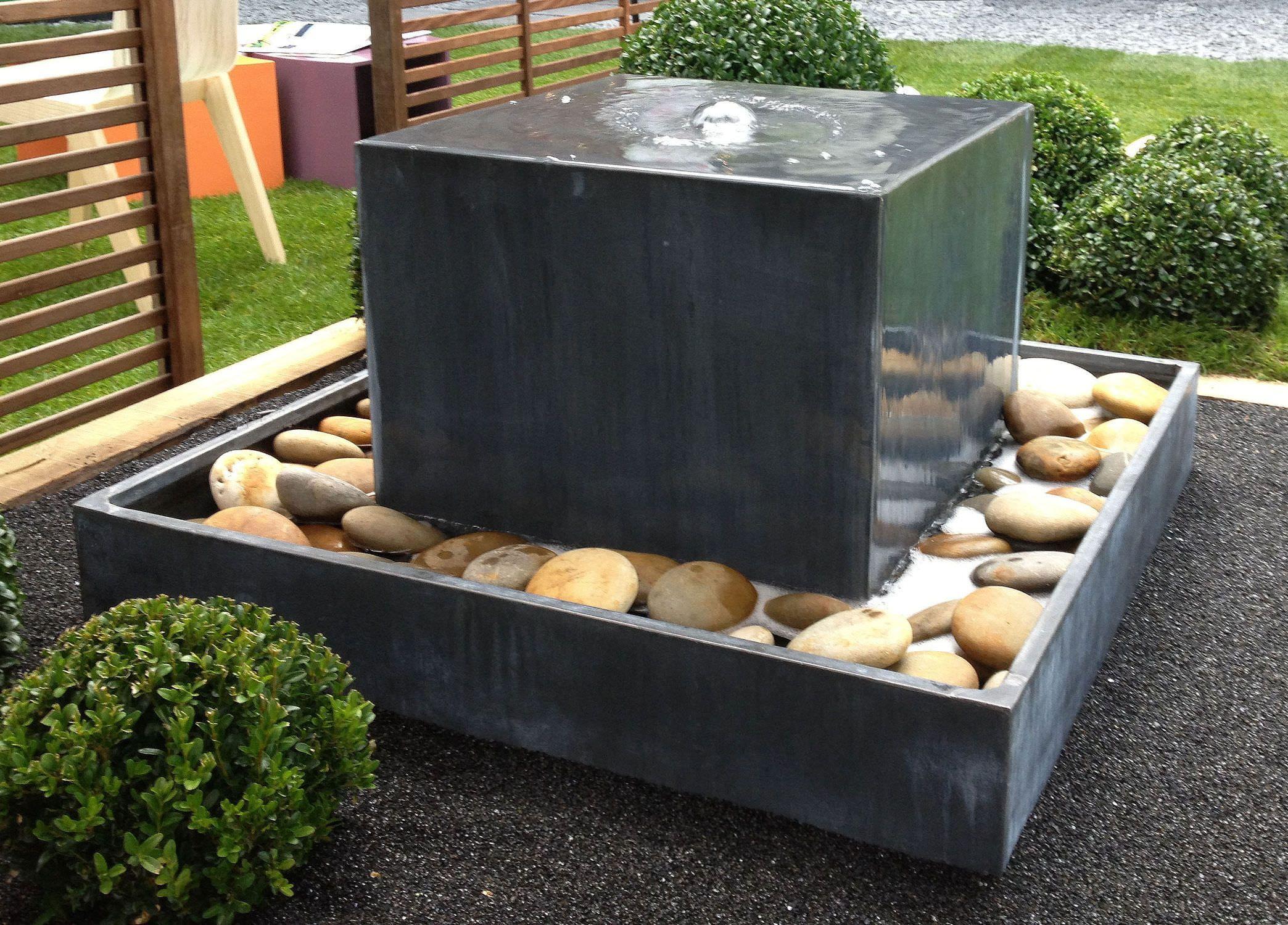 Fontaine de jardin / en zinc FONTAINE ZINC CUBE Tonton Zingueur ...