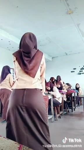 Twerk hijab Muslim girl