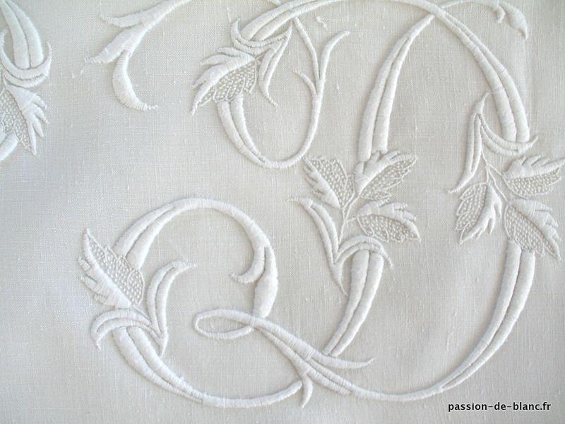 Articles vendus > Linge ancien de lit > LINGE ANCIEN / Somptueuse parure comprenant 1 drap et une taie en broderie Renaissance réalisée sur toile pur lin avec monogramme ND - Passion de Blanc - Broderie ancienne - Antique & Vintage French linen
