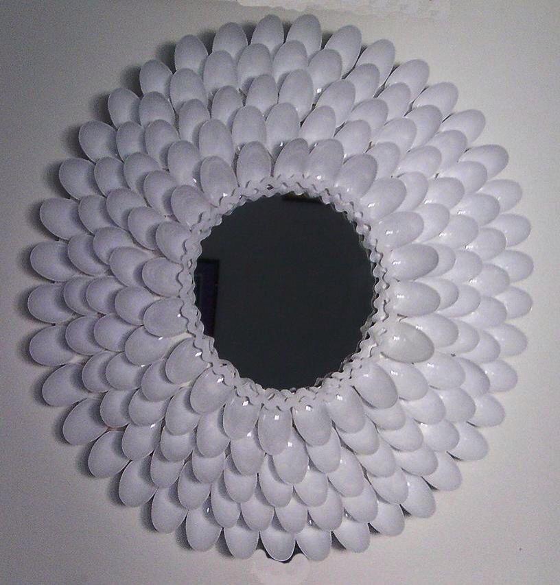 Espejo con cucharas de pl stico pinterest - Espejo de plastico ...