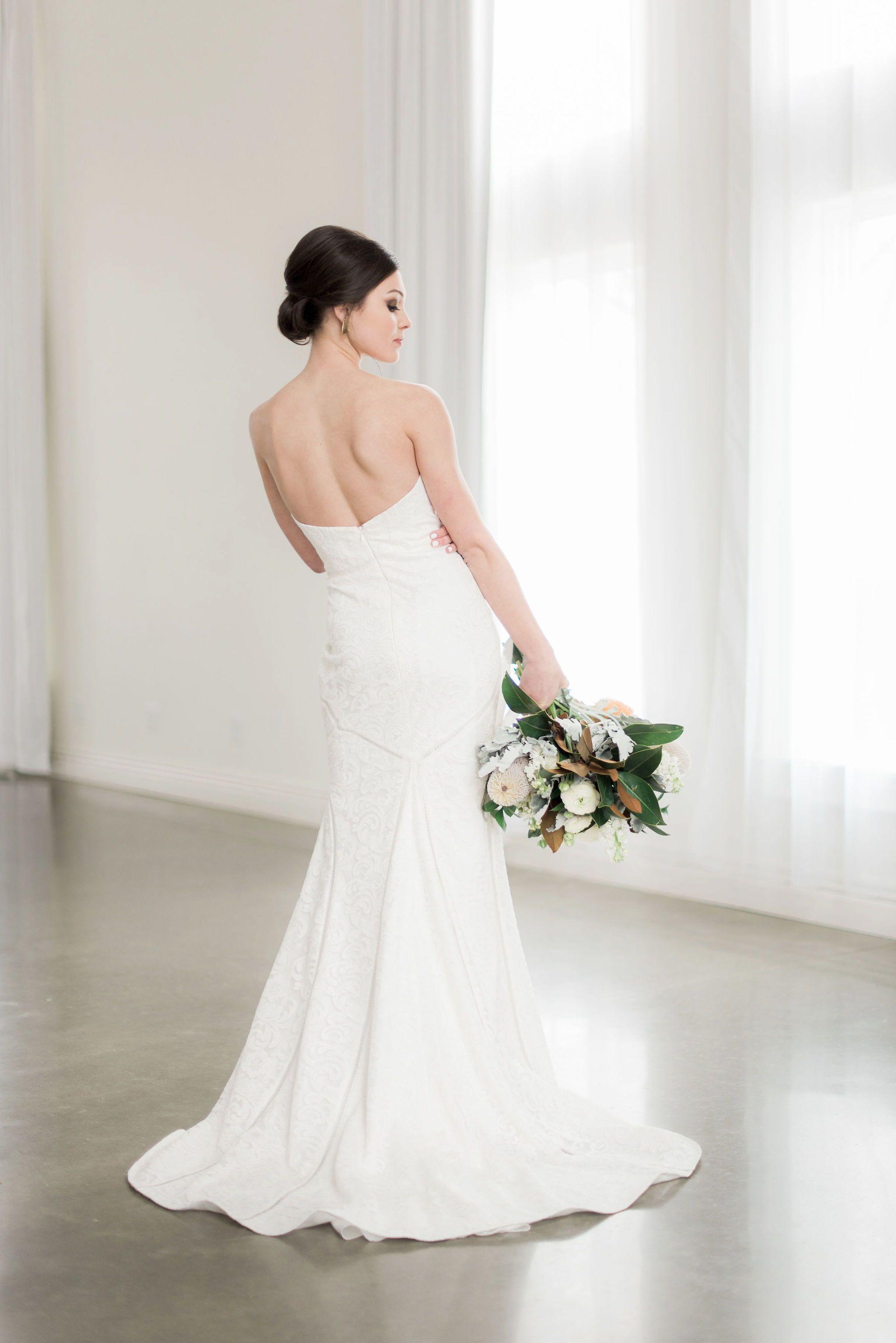 Desiree Hartsock Wedding Gown In 2020 Bridal Portrait Poses Bride Poses Bridal Portraits