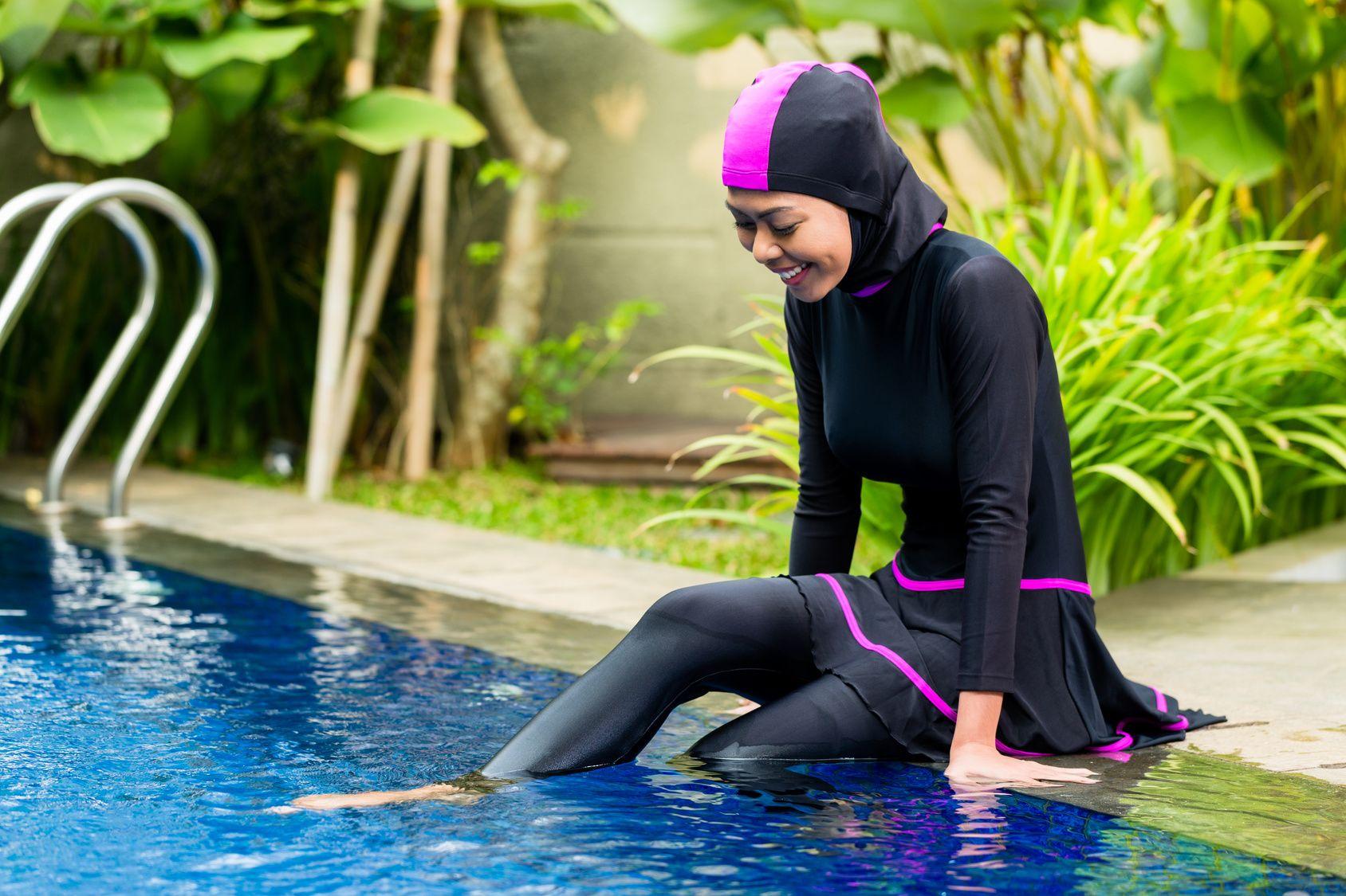Muslim Women And Swim Classes In Switzerland And Europe Burkini Women Wear Muslim Women