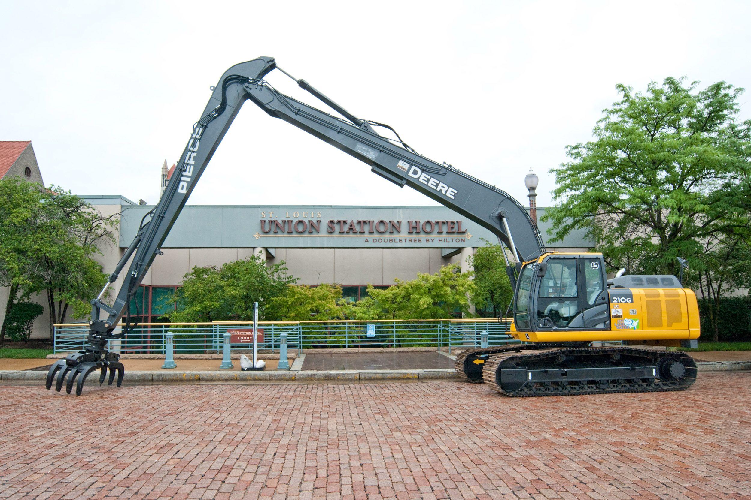 John Deere Excavator Set To Help Cleanup Ohio River