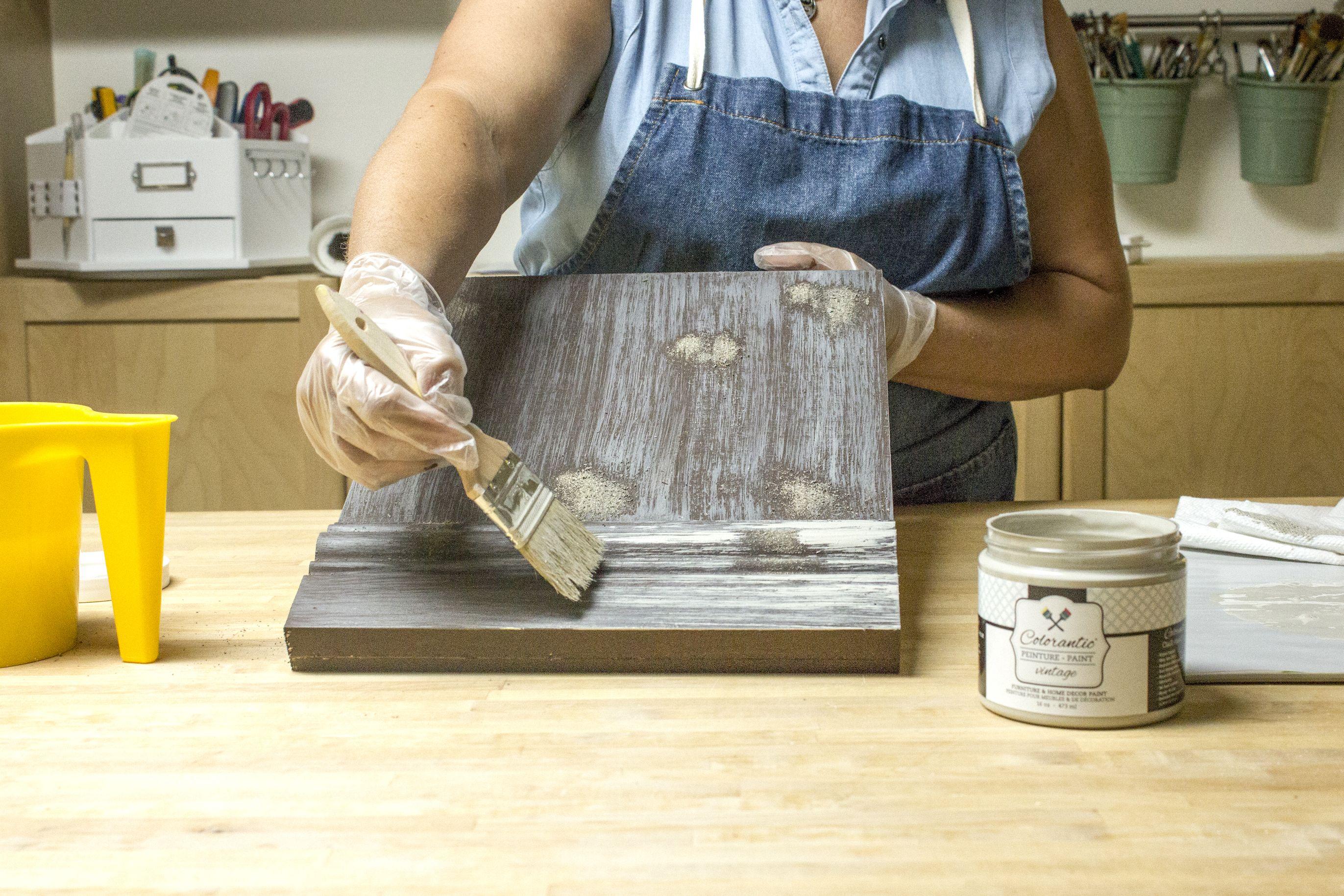 Apprenez à peindre un faux fini imitation bois de grange avec la peinture à base de craie Colorantic