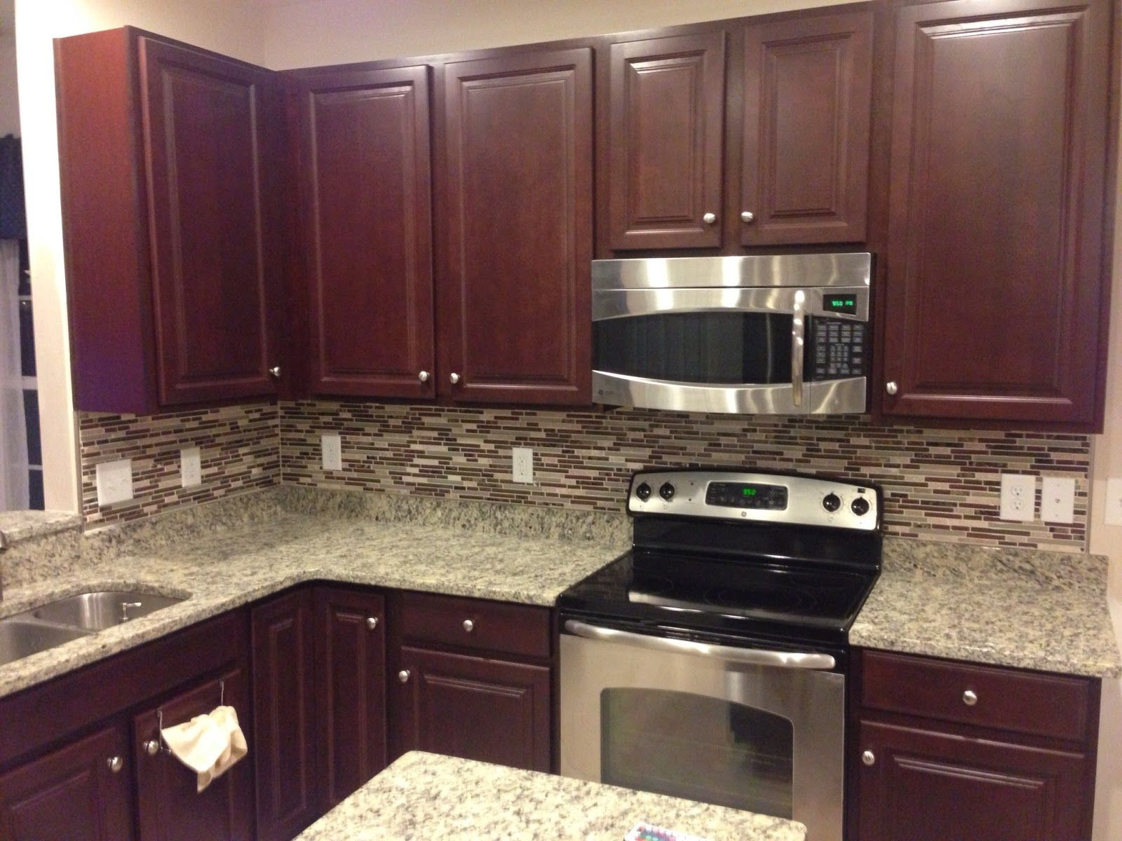 White Kitchen Cabinets With Colored Backsplash