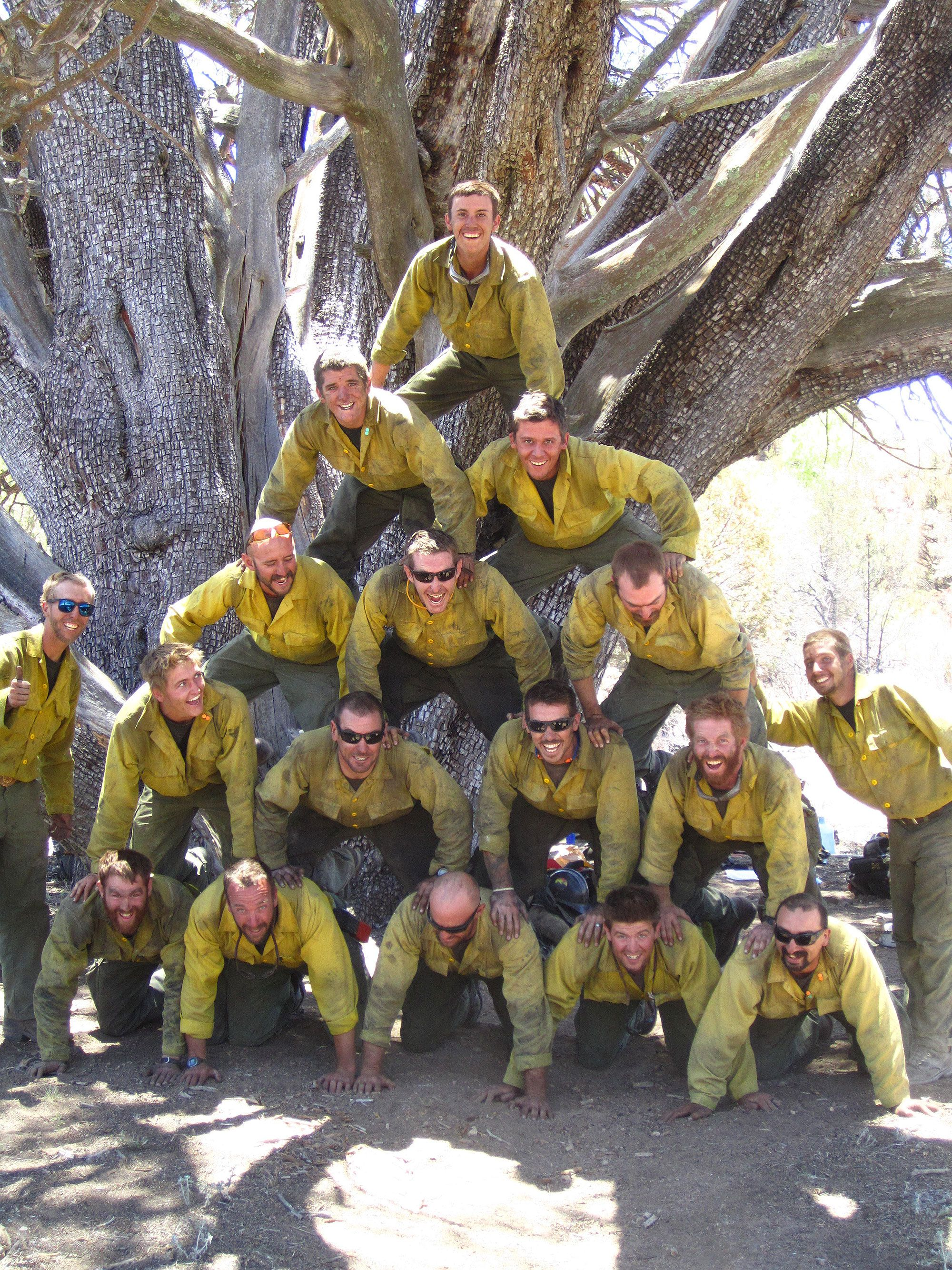 Granite Mountain Hotshots The Real Firefighters From Which Only The Brave Was Created Bomberos Heroe Consejos De Supervivencia