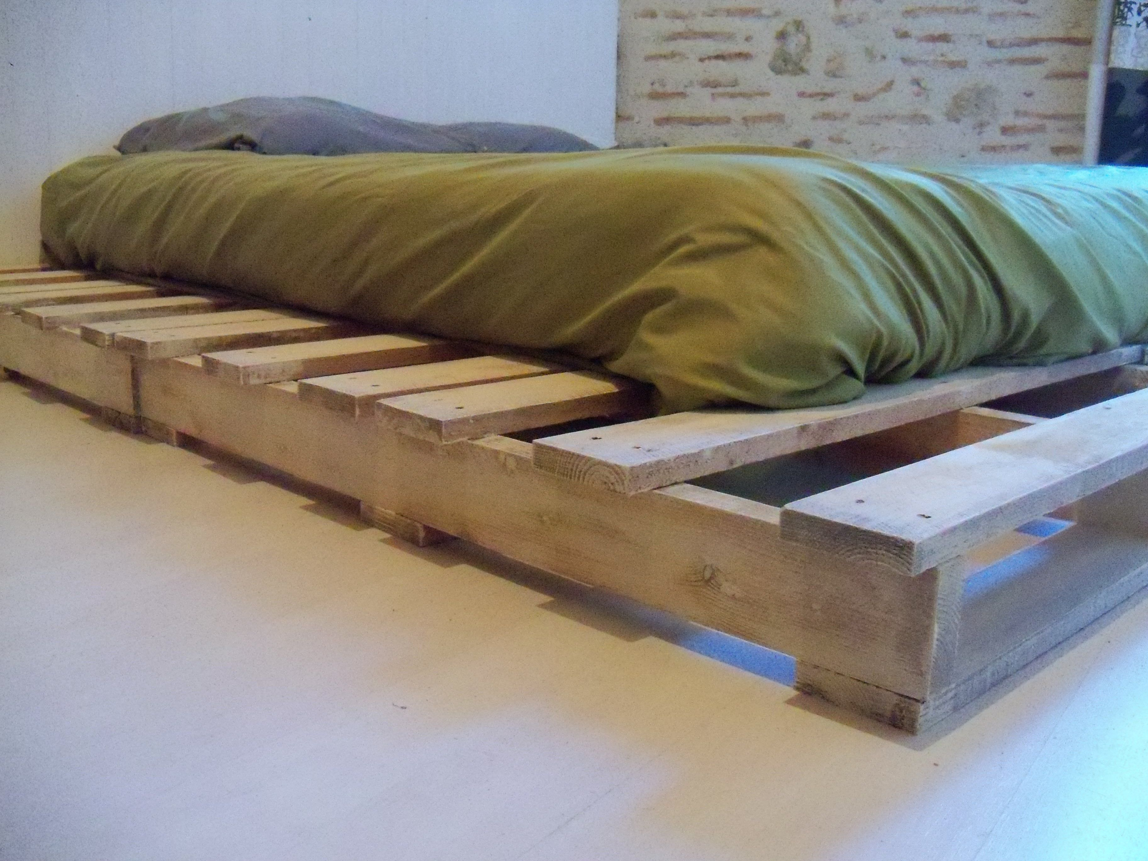 Pallet Bed Made From Recycled Pallets | El papa, Madeira y Palets