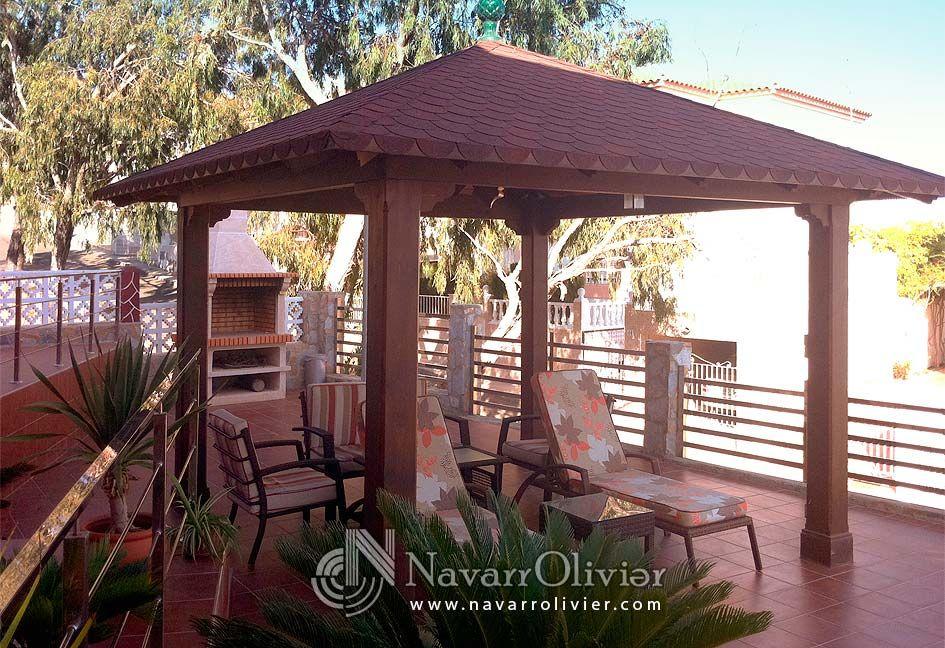 P rgolas con cubierta a cuatro agua by for Cobertizo de madera de jardin contemporaneo