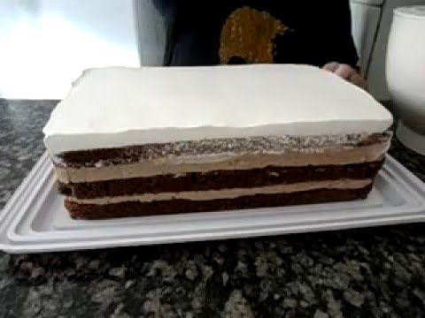 Escrevendo com chocolate nos bolos - YouTube