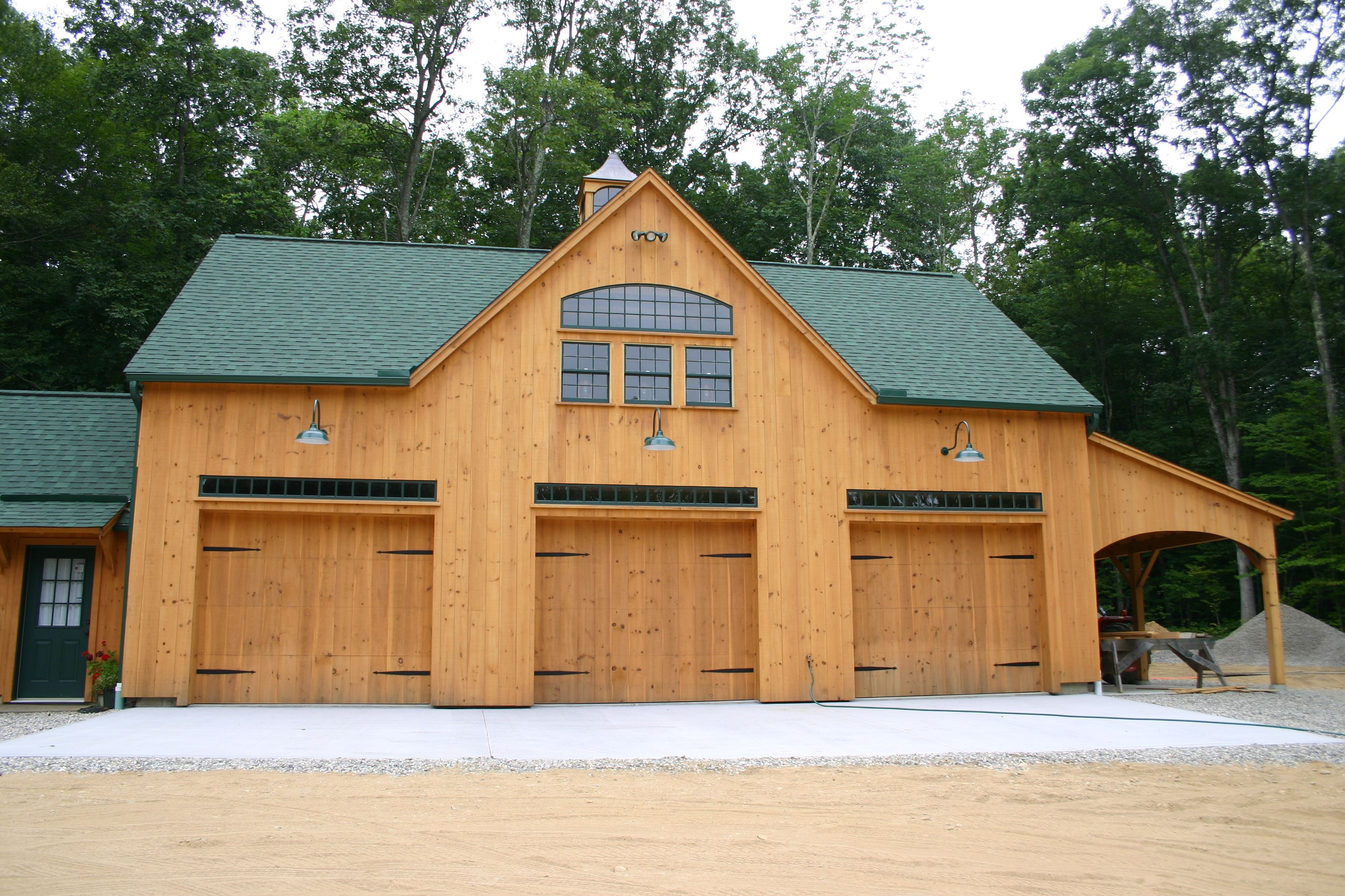 Our 26 X 42 1 1 2 Story Barn With 12 X 42 Enclosed Lean To And Peak Dormer Www Countrycarpenters Barn House Plans Pole Barn House Plans Carriage House Plans