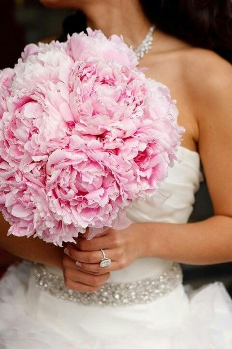 We love this big pink bouquet! #abridesdesign