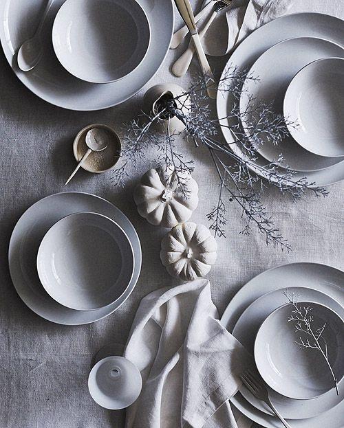 Thanksgiving Tables Matt Armendariz Jennifer Hagler Design Sponge Vaisselle Design Art De La Table Vaisselle Porcelaine