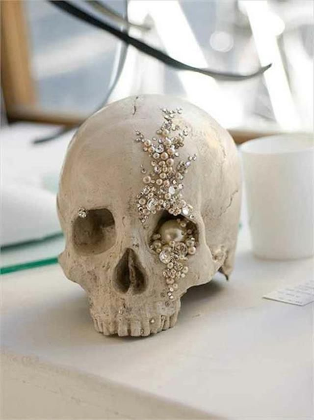 13 DIY Halloween Decor Ideas DIY Halloween, Halloween ideas and - skull halloween decorations