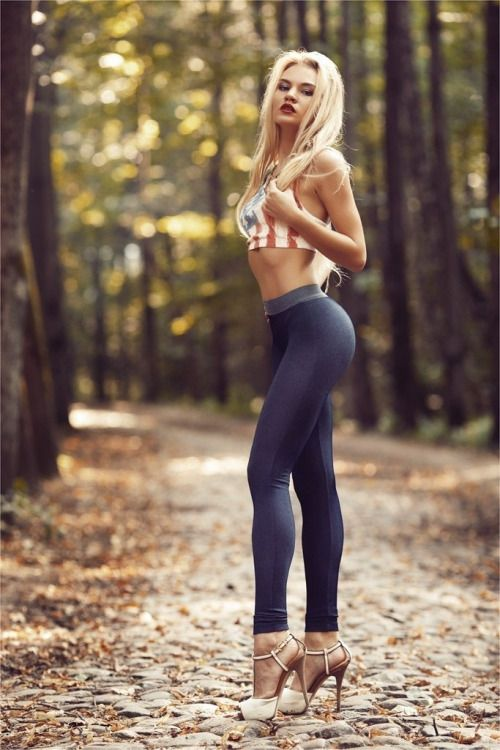 Hot chicks in tight pants