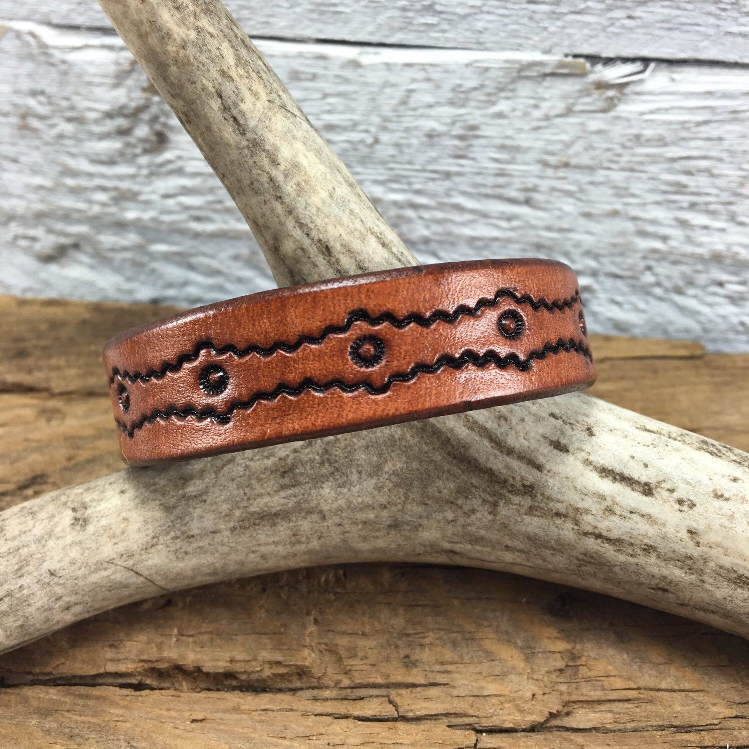 Lots of handmade leather bracelets on our site. They are great for layering with your other favs❤️ Since each is made my hand sizes vary please measure your wrist before ordering to ensure proper measurement. Happy Saturday ✌🏼️✌🏼