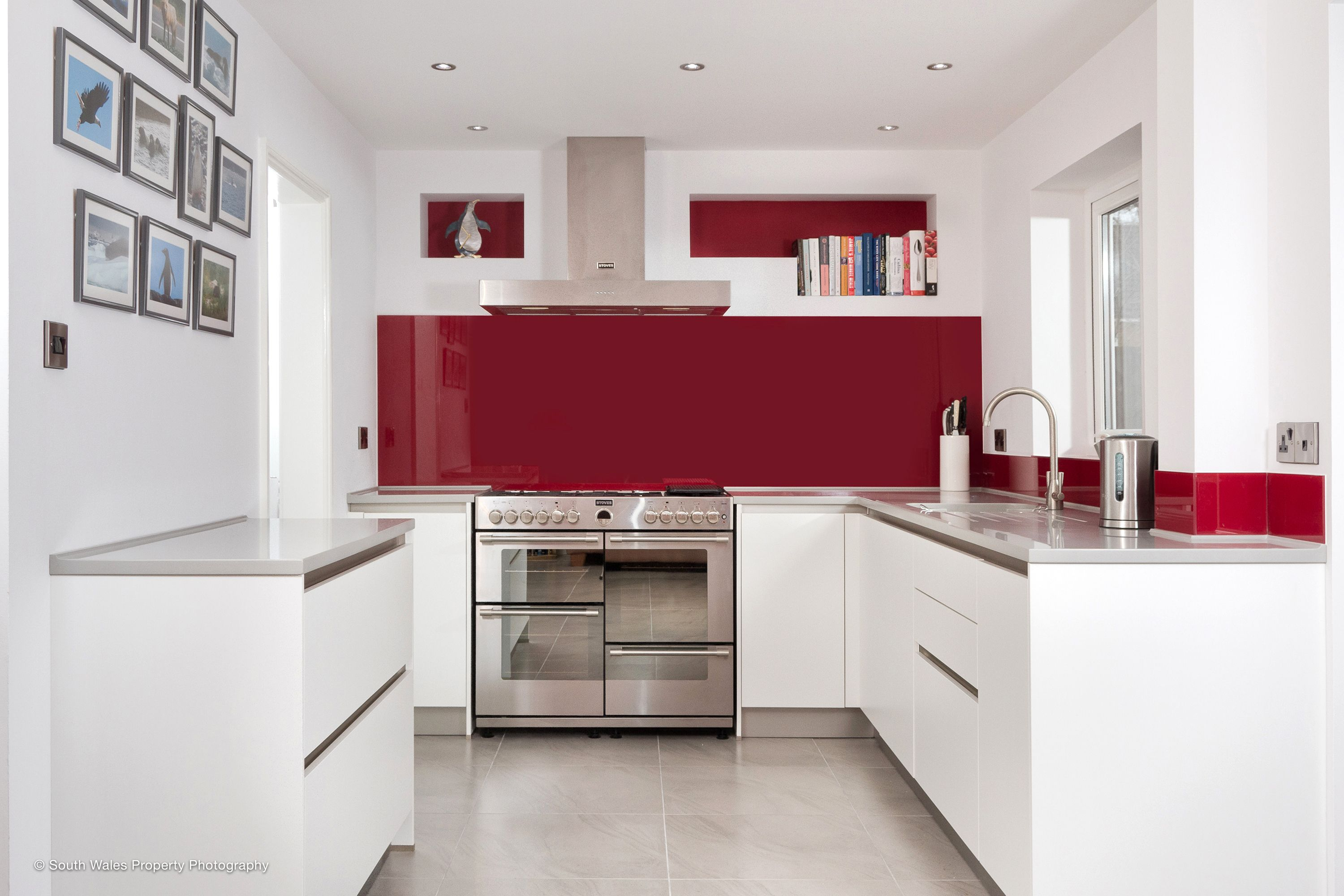 Handleless #schuller Kitchen In Matt White With A Splash Of Burgundy Glass  Mixed With The