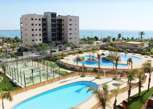 Bajo 3 del Edificio Lucerna II Alicante Situated in Alicante, this air-conditioned apartment features a terrace and a garden with a year-round outdoor pool. Bajo 3 del Edificio Lucerna II boasts views of the sea and is 35 km from Murcia. Free WiFi is provided .