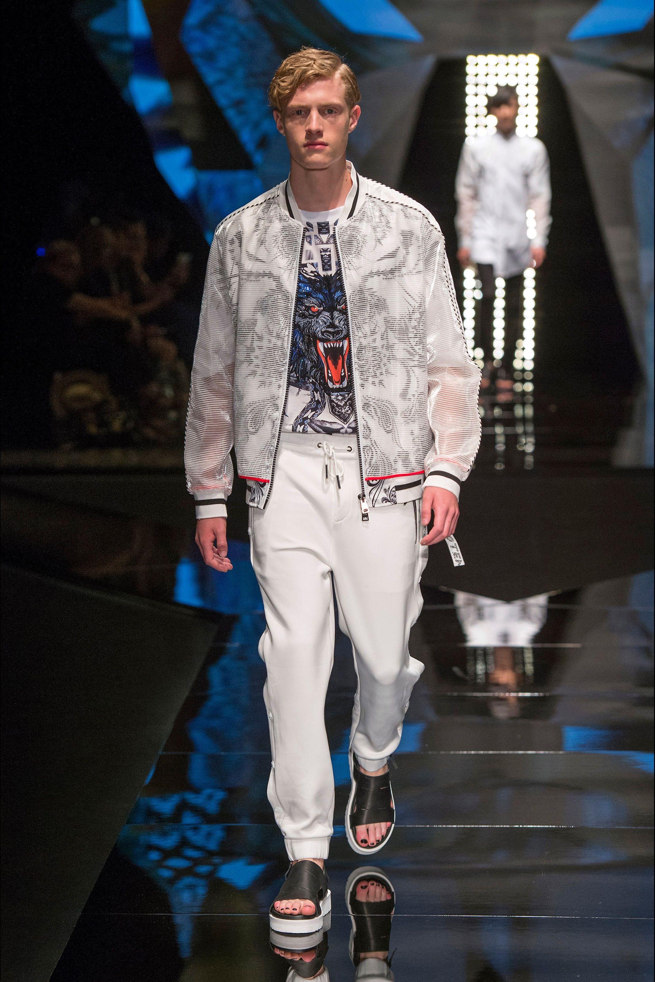 Wolf Totem - Look 22 Bomber jacket. Cerca questo Pin e molto altro su  Milano Moda Uomo - Primavera Estate ... bf9927c9260