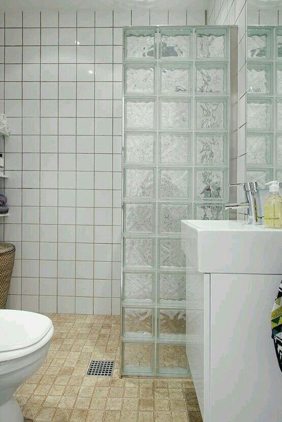 baos bonitos grandes espacios grandes ventanales piso pequeo cabinas duchas ladrillos increible