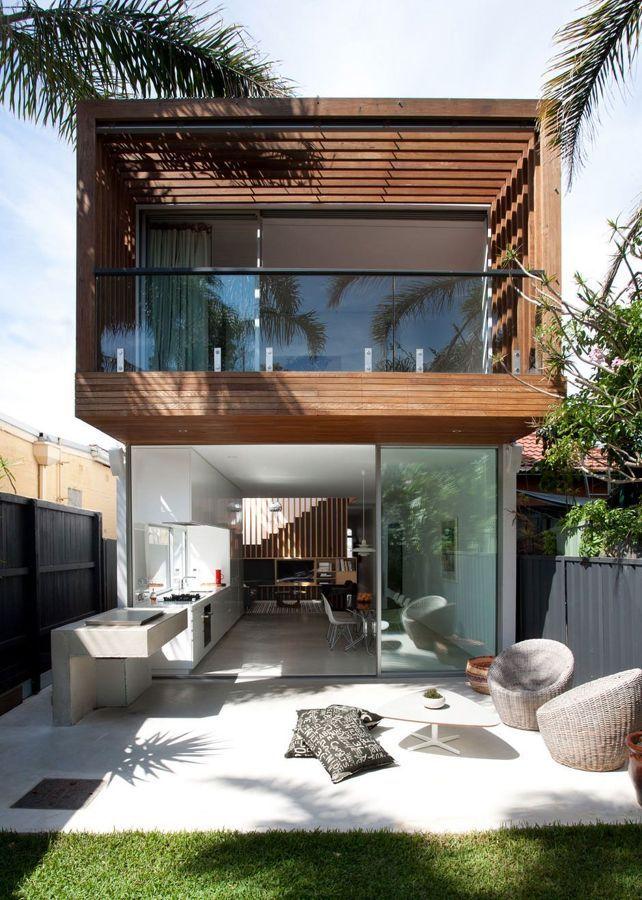Casa Unifamiliar De Madera Hierro Y Cristal Con Jardin