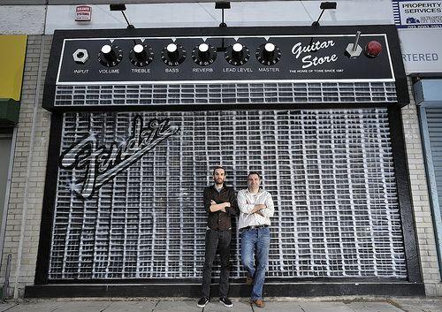 SA otro ejemplo de fachada original inspirada en una radio antigua - fachadas originales