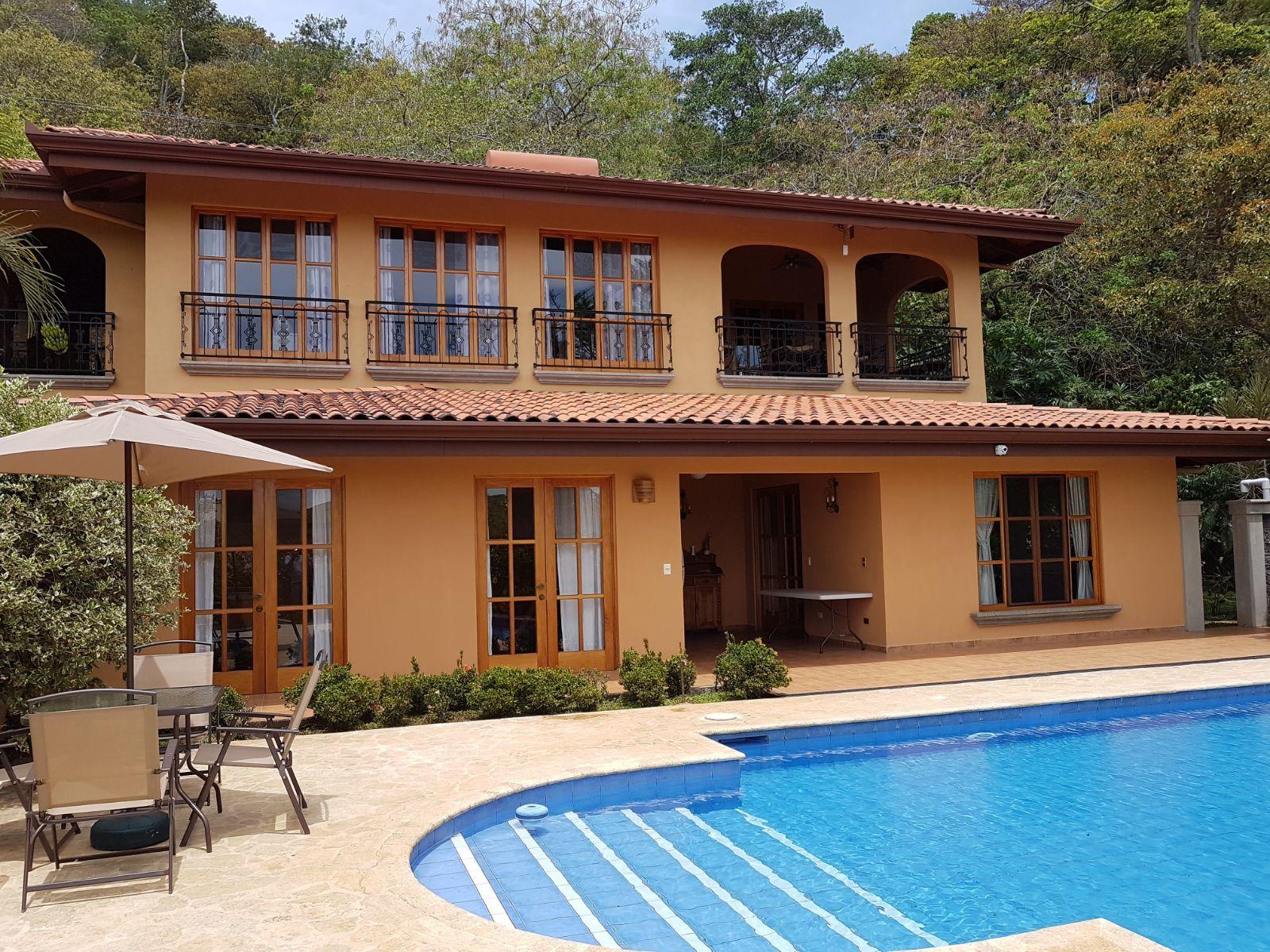 Casa Colonial Y La Casa De Huespedes Con Una Hermosa Vista