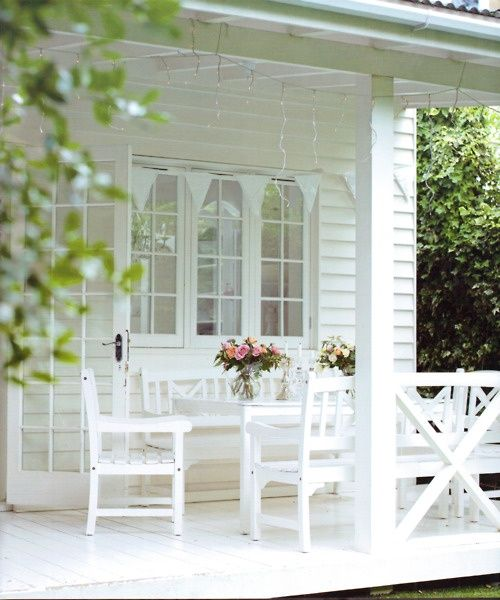 I just love a white porch..such a relaxing look.