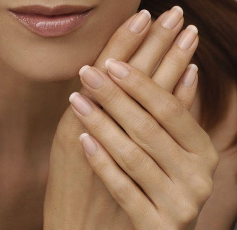 De vez en cuando deja descansar tus uñas de los esmaltes para evitar ...