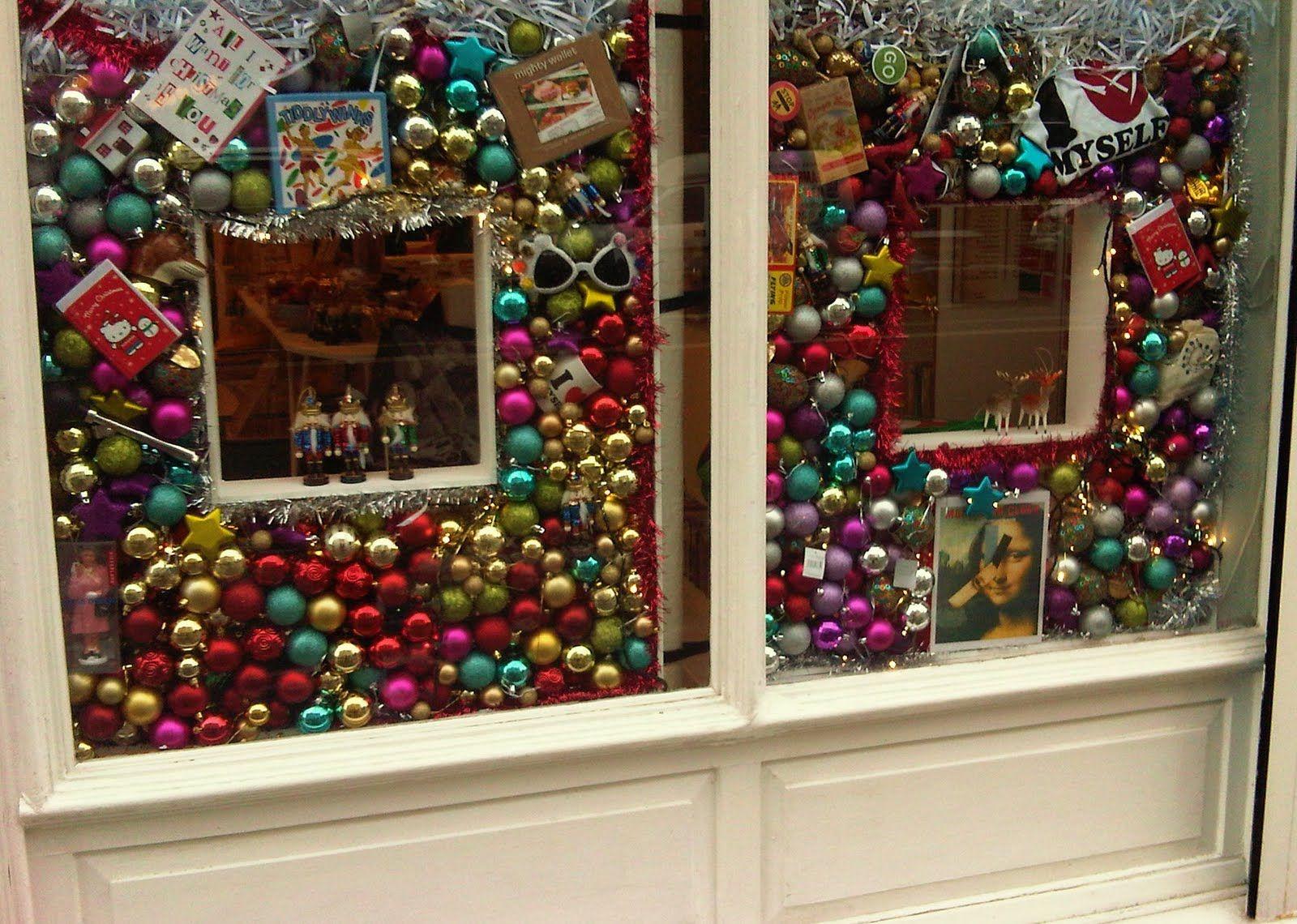 Unique Christmas Window Displays 1
