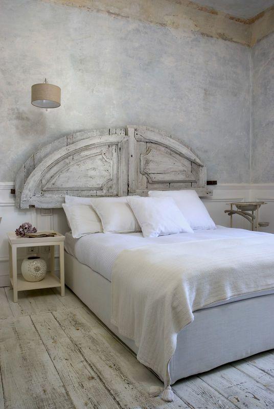 Zaglowek Ze Starych Drzwi Jak Urzadzic Sypialnie Aranzacja I Wystroj Wnetrz Furniture Home Home Decor