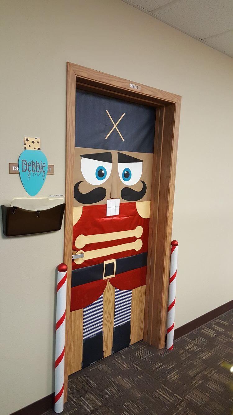 36+ DIY Interesting Christmas Door Decorations Easy to ...