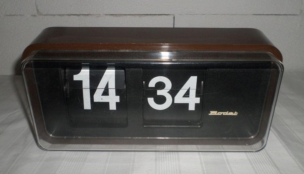horloge palettes bodet heures minutes avec boitier de couleur marron vintage bodet. Black Bedroom Furniture Sets. Home Design Ideas