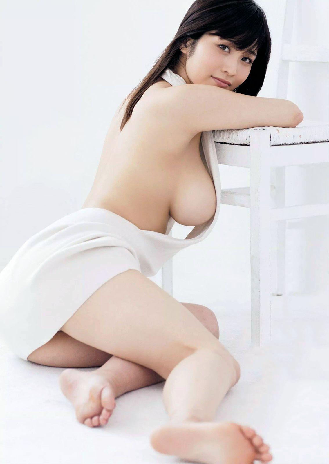 Curvy nudist women models