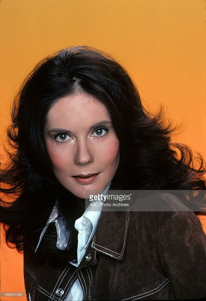 Bond Gideon as Lt Claire Reid on Operation Petticoat. Bond was also the second Jill Foster on The Young and The Restless