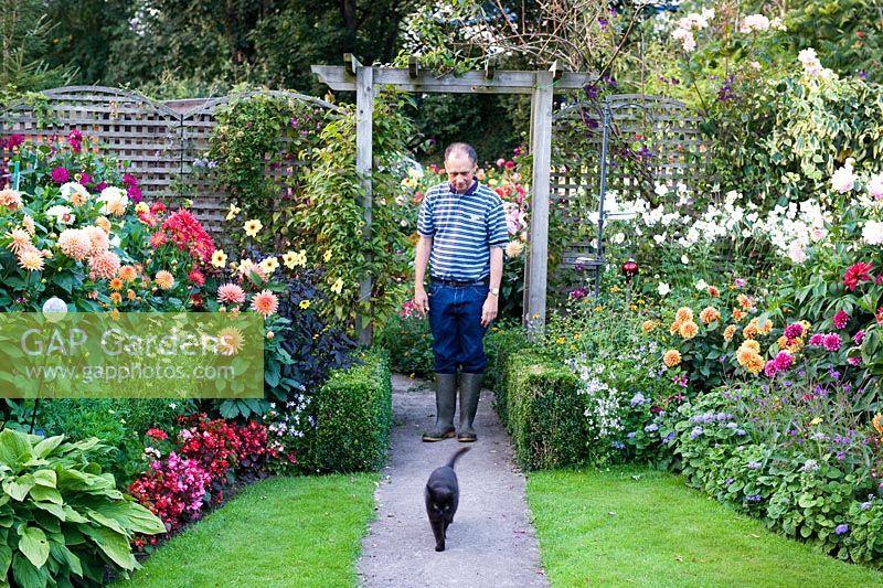Cottage Garden With Trellis