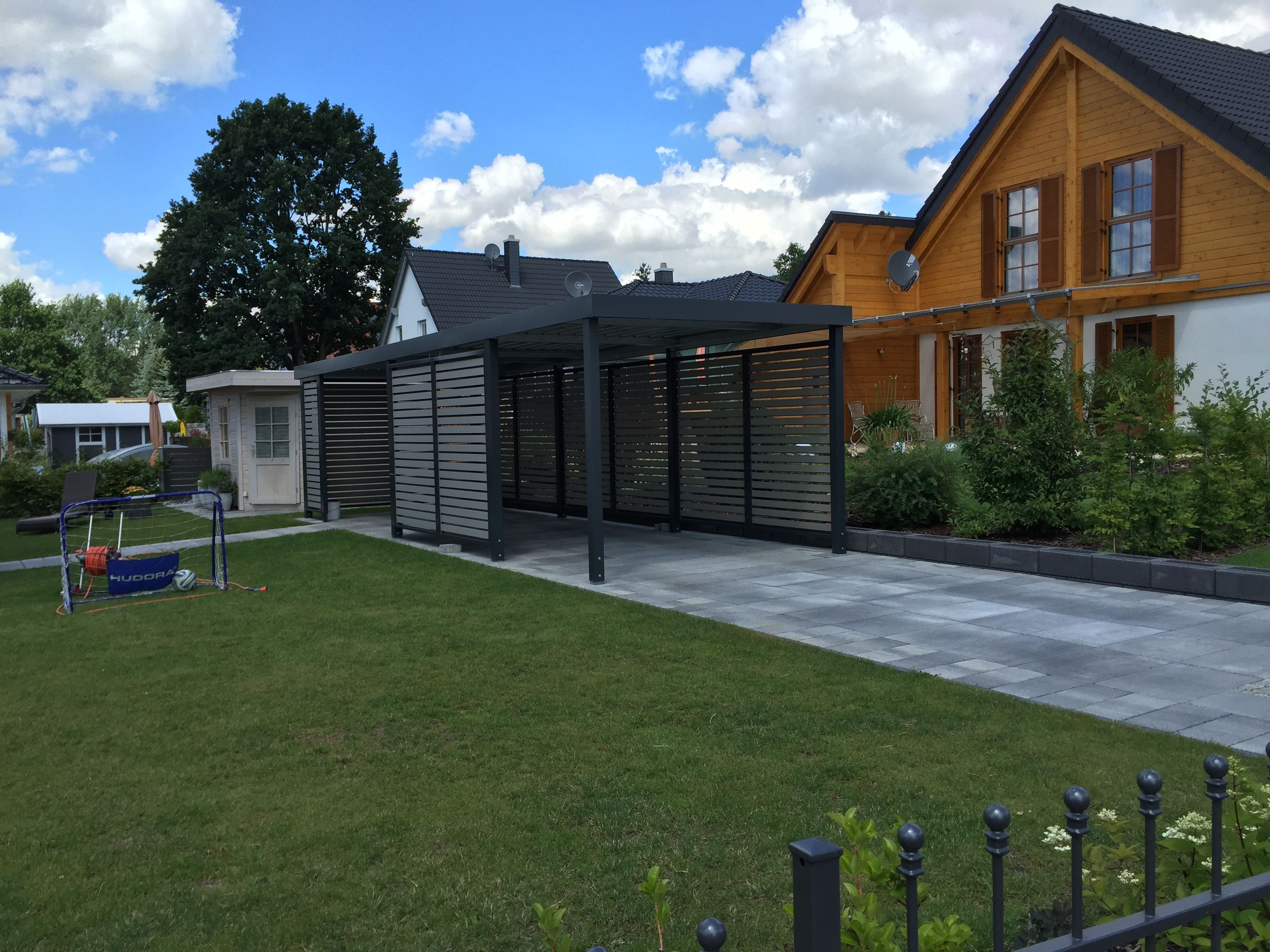 carport von siebau mit sichtschutz aus wpc carport. Black Bedroom Furniture Sets. Home Design Ideas