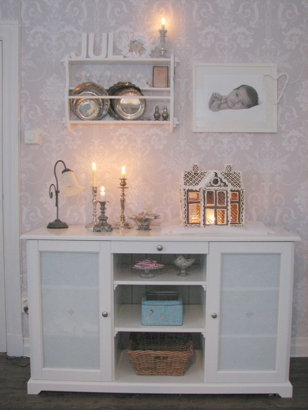 julpyntad liatorp sideboard malin inspiration fr n ikea wallpapered dividing wall. Black Bedroom Furniture Sets. Home Design Ideas