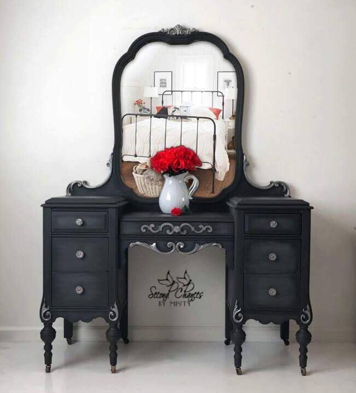 painted vintage vanity - 735×812
