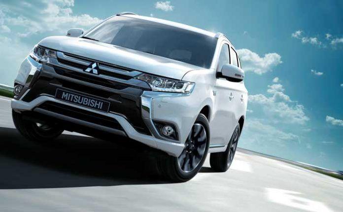 So Sanh Toyota Innova V 7 Chỗ Va Mitsubishi Outlander 2 0 Cvt Premium Xe Cộ Xe O To O To