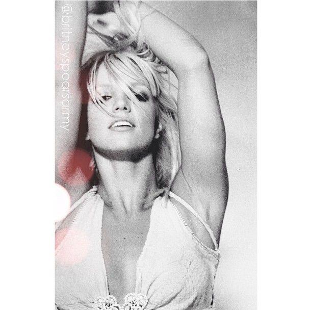 2001 Stephan Klein Photoshoot for 'Britney' Promo ♦ #britneyspears #britney #spears #legend #icon #goddess #amazing #iconic #perfection #hot #flawless #swag #wow #popmusic #queenofpop #iphonesia #godney #inspiration #dance #fierce #instadaily #goodmusic #instagood #bestoftheday #fashion #photoshoot