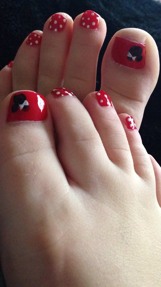 Minnie Mouse Pedicure | Disney nails | Pinterest | Diseños de uñas ...