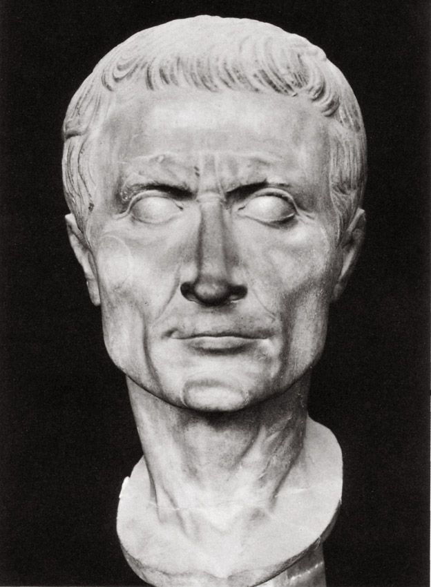 Gaius Julius Caesar. White marble. Time of Augustus. Total height 0,295 m. Height of the face 0,17 m. Pisa, Camposanto Monumentale