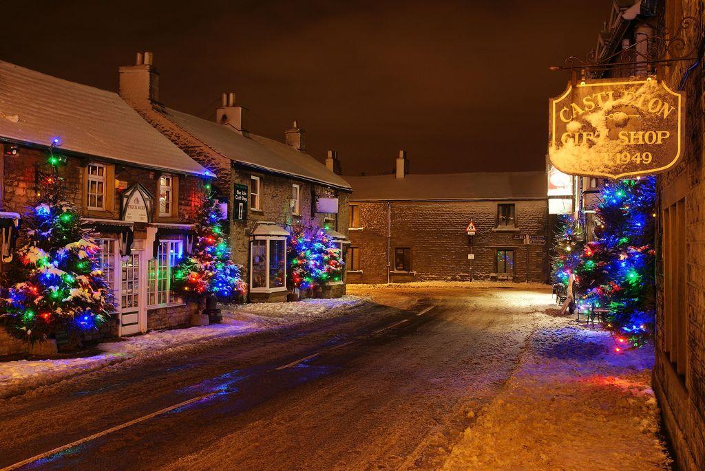 Castleton Village Derbyshire Christmas Trees & Lights 2009