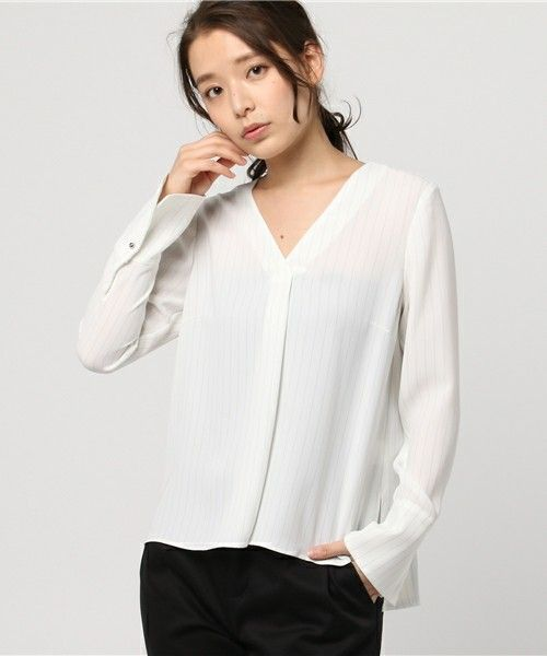 【ZOZOTOWN 送料無料】NOLLEY'S(ノーリーズ)のシャツ/ブラウス「ストライプダブルクロスVネックプルオーバーブラウス」(MP701015)を購入できます。